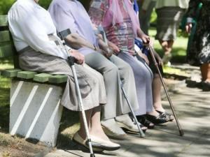 Kai kam patogu pensininkus laikyti už virvelės