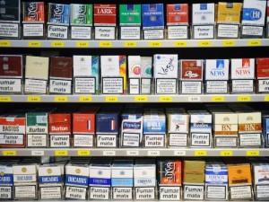 Politikų taikinyje – tabako reklamos išimtis