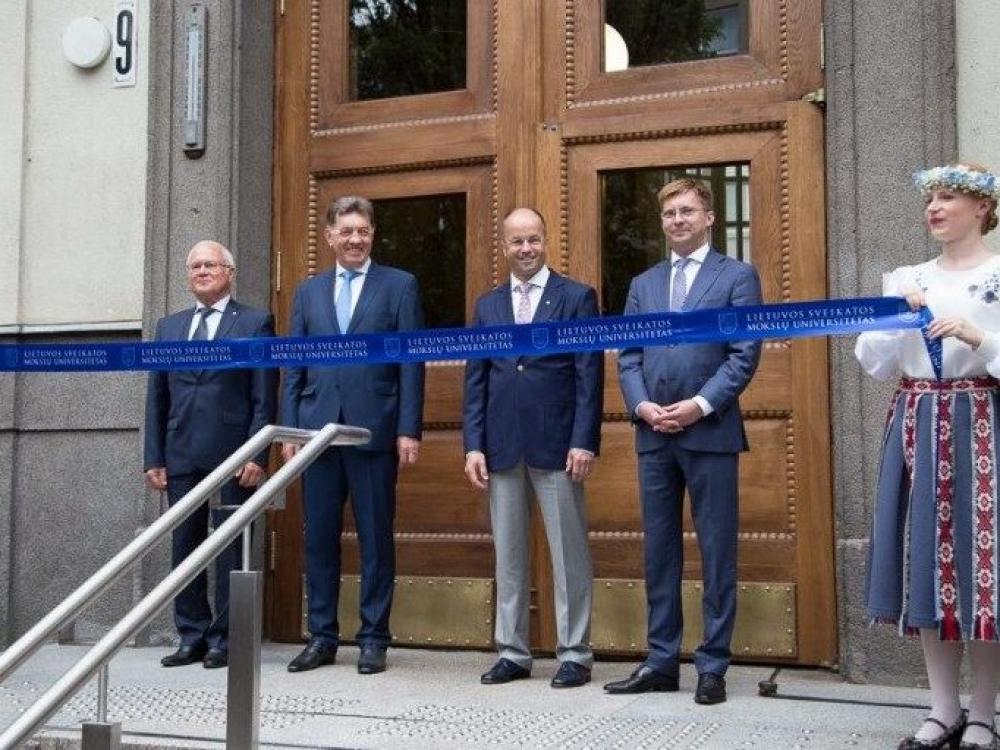 Po rekonstrukcijos atidaryti Lietuvos sveikatos mokslų universiteto Centriniai rūmai
