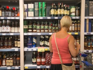 Lietuviai greitai bijos nusipirkti alkoholio