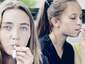 JAV: po elektroninio dūmo debesimi – vis daugiau paauglių