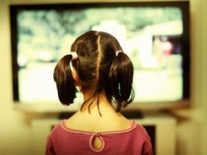 Priklausomybė nuo televizoriaus silpnina kaulus