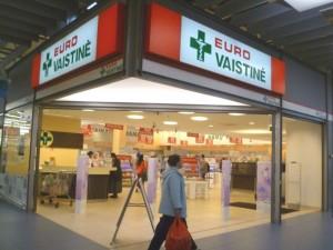 Vaistinėse jau parduodama ir dekoratyvinė kosmetika