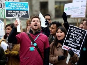 Jaunųjų gydytojų streikai paralyžiuos sistemą