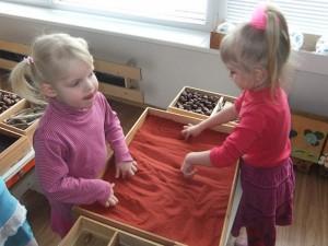 Kalbai ugdyti pasitelkė žaidimą smėliu