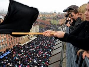 """""""Juodasis pirmadienis"""" Lenkijoje – už teisę į abortą"""