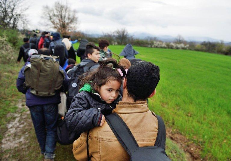 Pabėgėlius priimantis centras braška per siūles