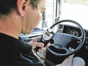 Neblaivių vairuotojų siaubas: pūsk arba... STOP