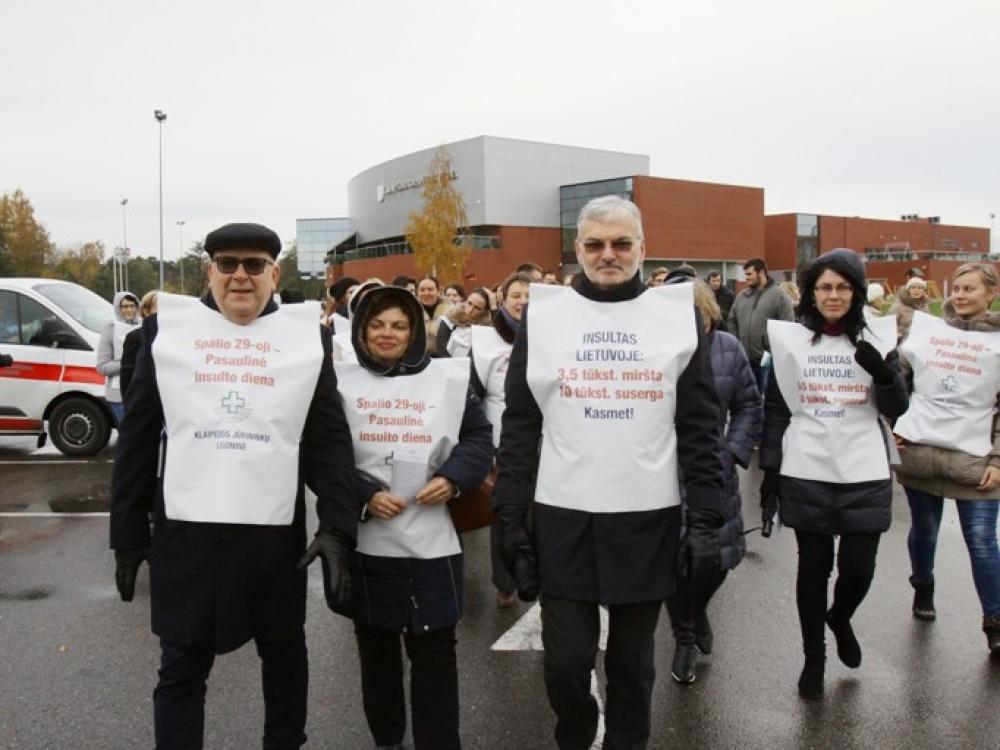 Pasaulinę insulto dieną Klaipėdos jūrininkų ligoninės medikai uostamiesčio gyventojus pakvietė į žygį pėsčiomis