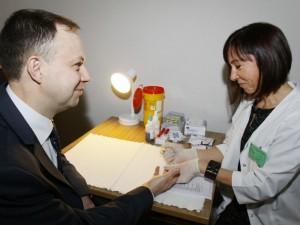 Pasaulinę AIDS dieną parlamentarai tikrinosi dėl ŽIV