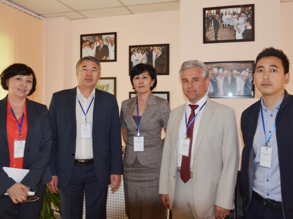 "Prof. J.Galdikas: ""Medicinai kazachai skiria milžiniškus finansus"""