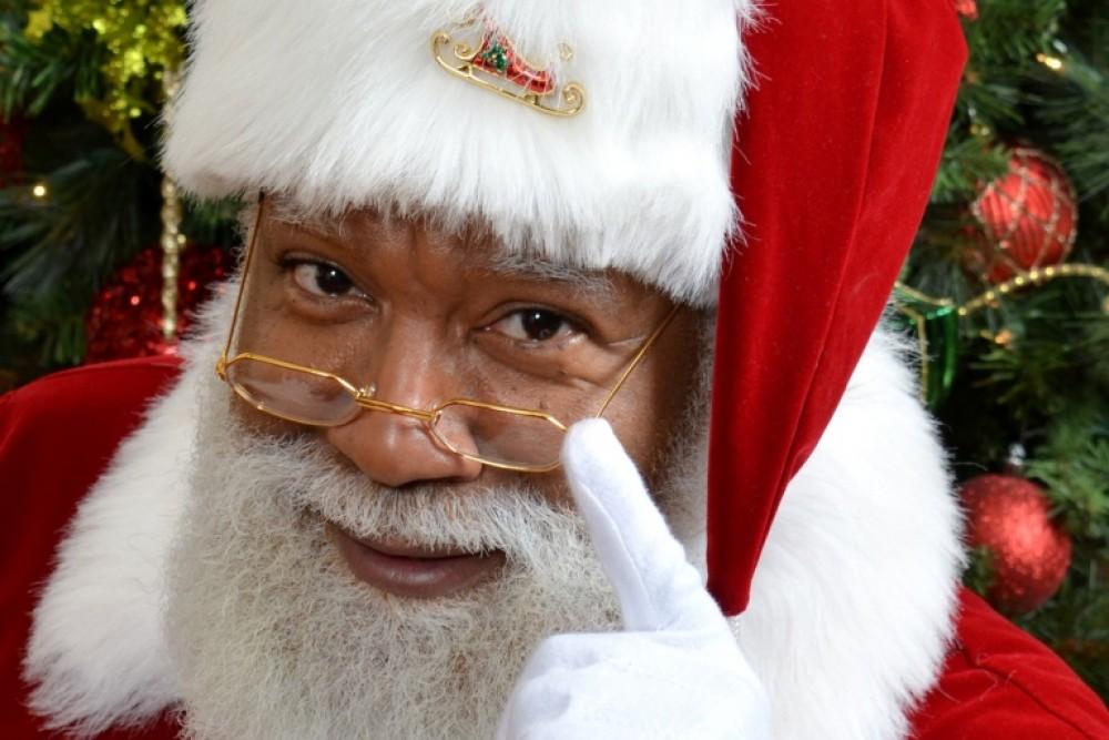 Pirmą kartą JAV istorijoje – juodaodis Kalėdų Senelis