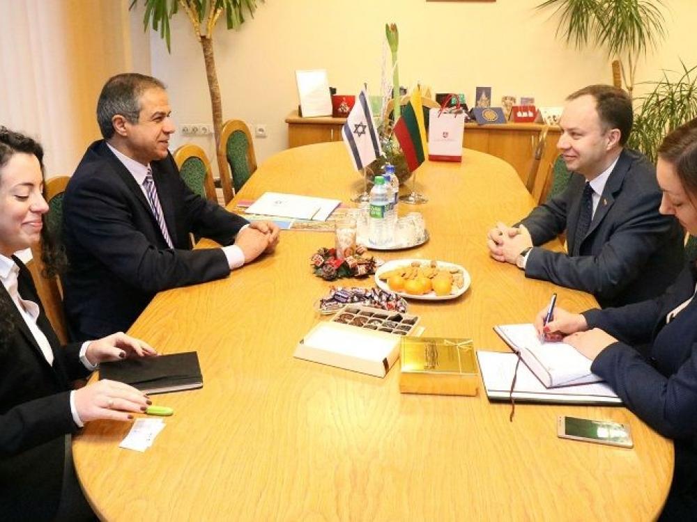 Sveikatos apsaugos aktualijas ministras aptarė su Izraelio ambasadoriumi