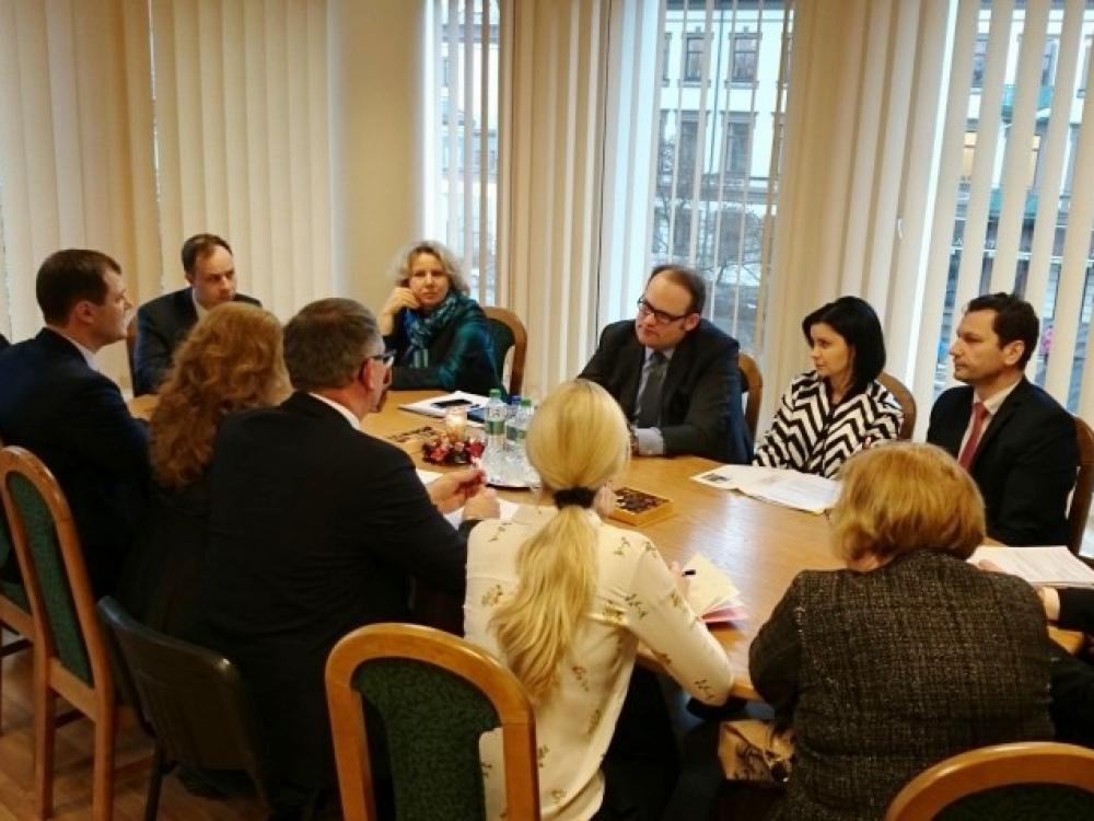 A.Veryga ir R.Šimašius aptarė galimybes peržiūrėti prekybos alkoholiu reprezentacinėse miesto vietose reglamentavimą