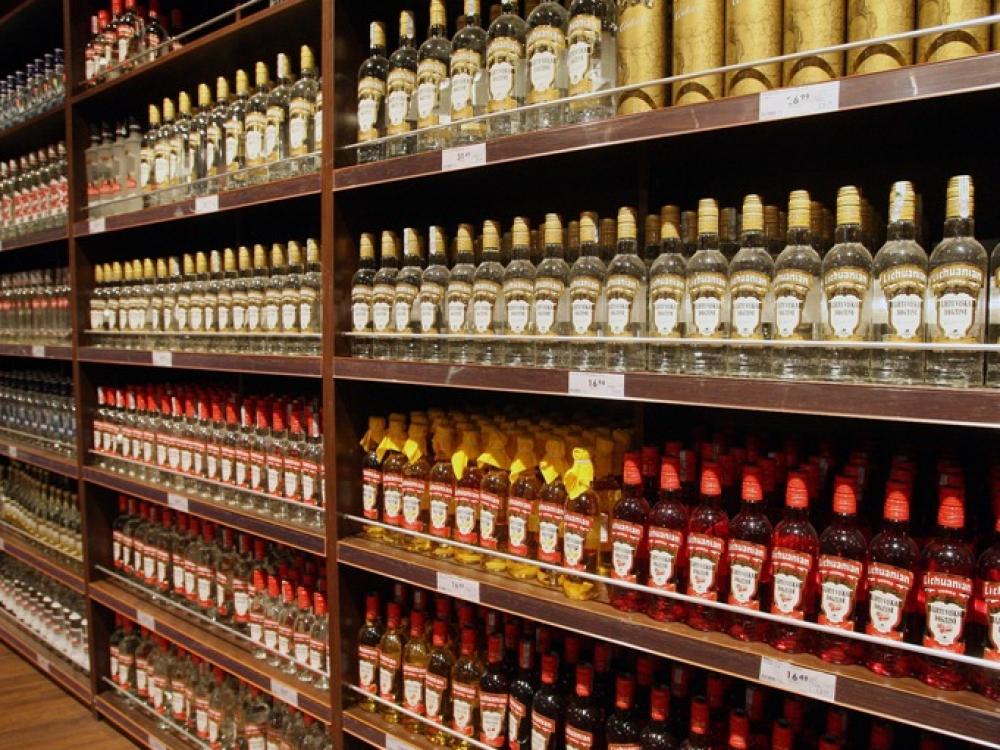 """""""Bloomberg"""" reitingas: Lietuvoje svaigalus įsigyti pigiau nei kaimyninėse šalyse"""