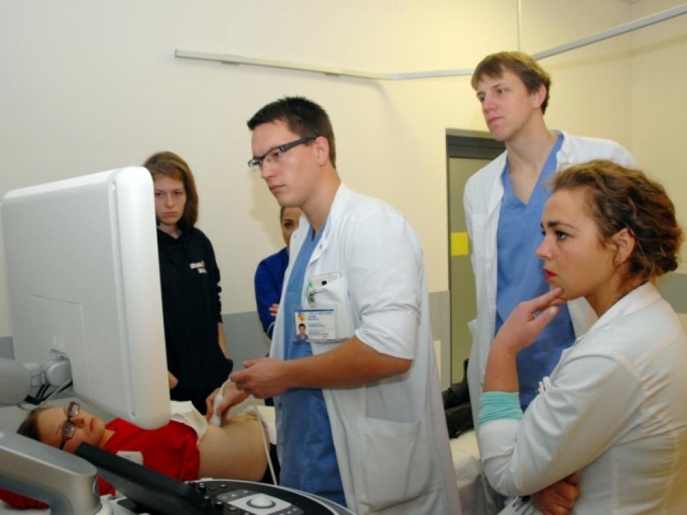 Gydytojams rezidentams atriš rankas