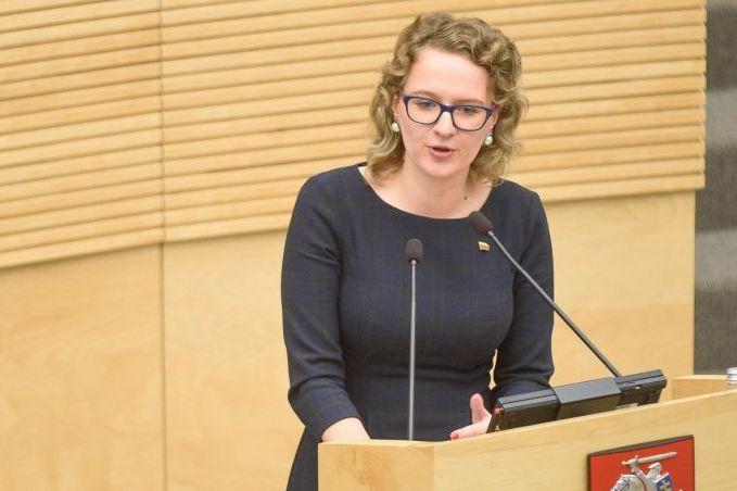 Seimas pritaria, kad priekabiavimo atvejais įstatymai gintų ir norinčių įsidarbinti teises