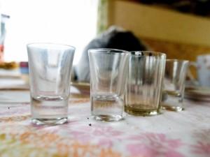 """Alkoholizmą žaboja ir """"bobučių"""" metodais"""