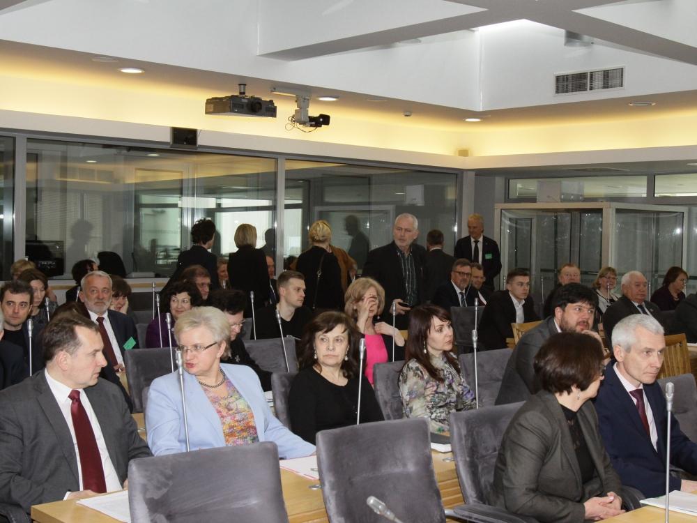 Seimas, merai, gydytojai vadovai ministerijai - ne lygis?
