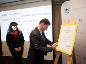 Lietuvoje pasirašytas neeilinis dokumentas, skirtas kovai prieš seksualinį vaikų išnaudojimą