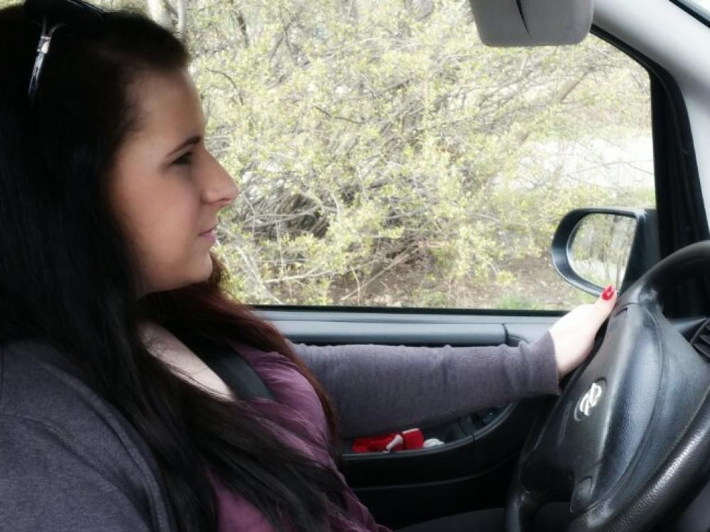 Išsipildė neįgalios merginos svajonė – vairuoti automobilį