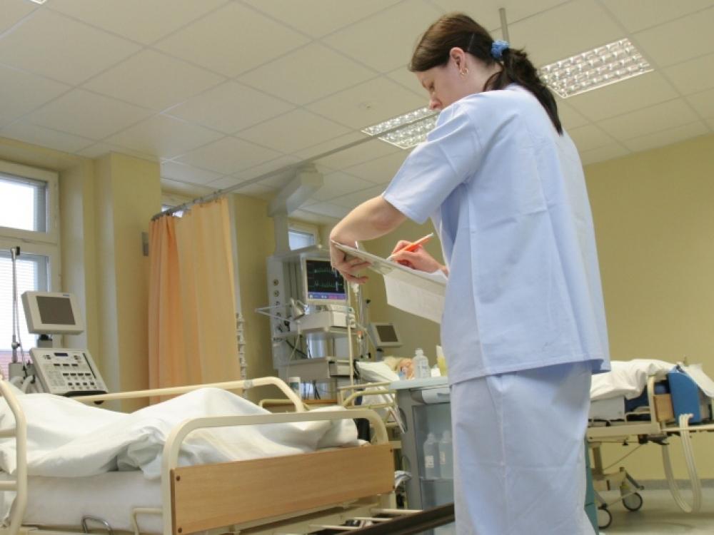 Gydytojų ir slaugytojų darbo užmokestis didės nuo liepos pirmosios