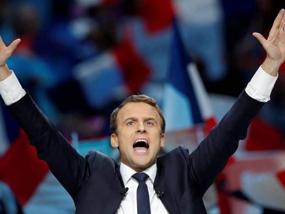 Svarią, bet trapią pergalę iškovojęs Macronas taps jauniausiu Prancūzijos prezidentu