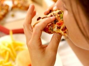 Riebus maistas lygu prasta astmos kontrolė