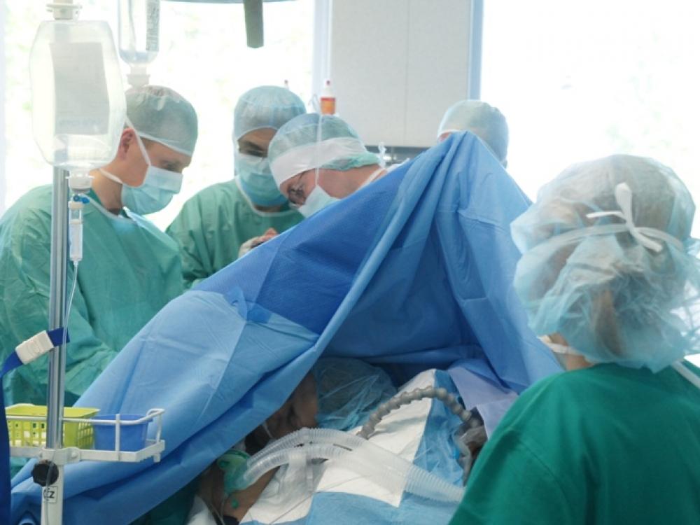 Peties sąnario protezavimo operacijai – prancūzo parama ir įvertinimas