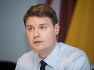 R.Karbauskis nukreipė žvilgsnį į Savižudybių prevencijos komisiją: opozicija įžvelgia susidorojimą