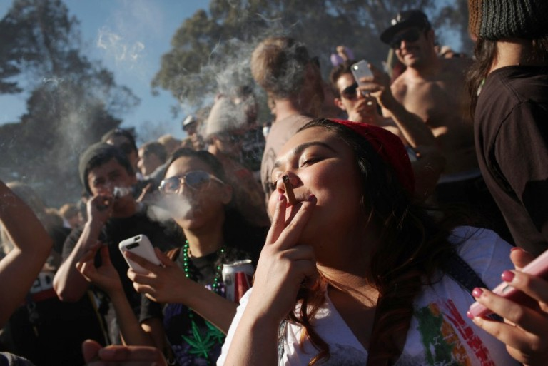 Pasaulio sveikatos organizacija bando pažaboti ir rūkymą