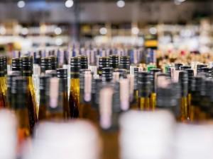 Pabrangus alkoholiui pirkėjai keičia įpročius