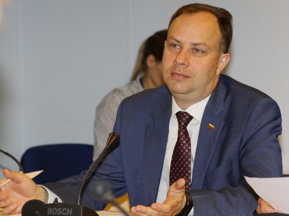 Ministras A.Veryga kviečia vaistų gamintojus pasiaiškinti