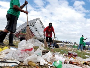 Indonezijos gyventojai už medicinos paslaugas moka... šiukšlėmis