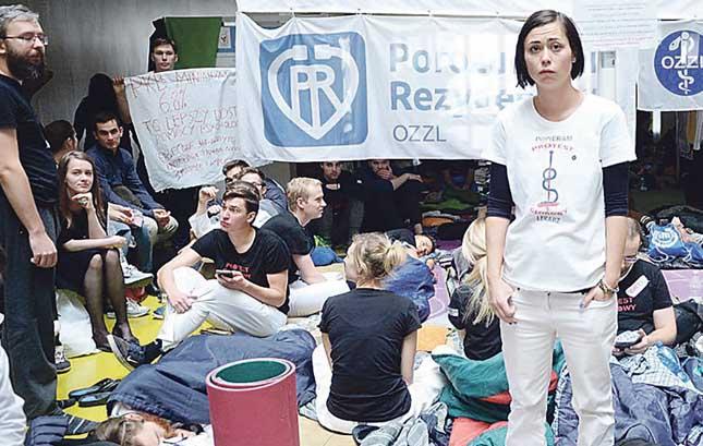 Kaimyninių šalių medikų kovos už būvį: nuo derybų iki bado streikų