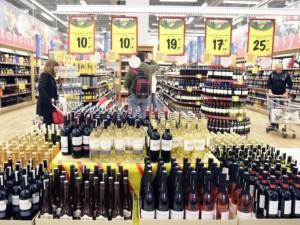 Vyriausybė atsisako vieno drastiškiausių alkoholio prekybos pažadų