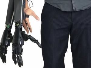 Italų išradėjas sukūrė dvigubą bioninę ranką