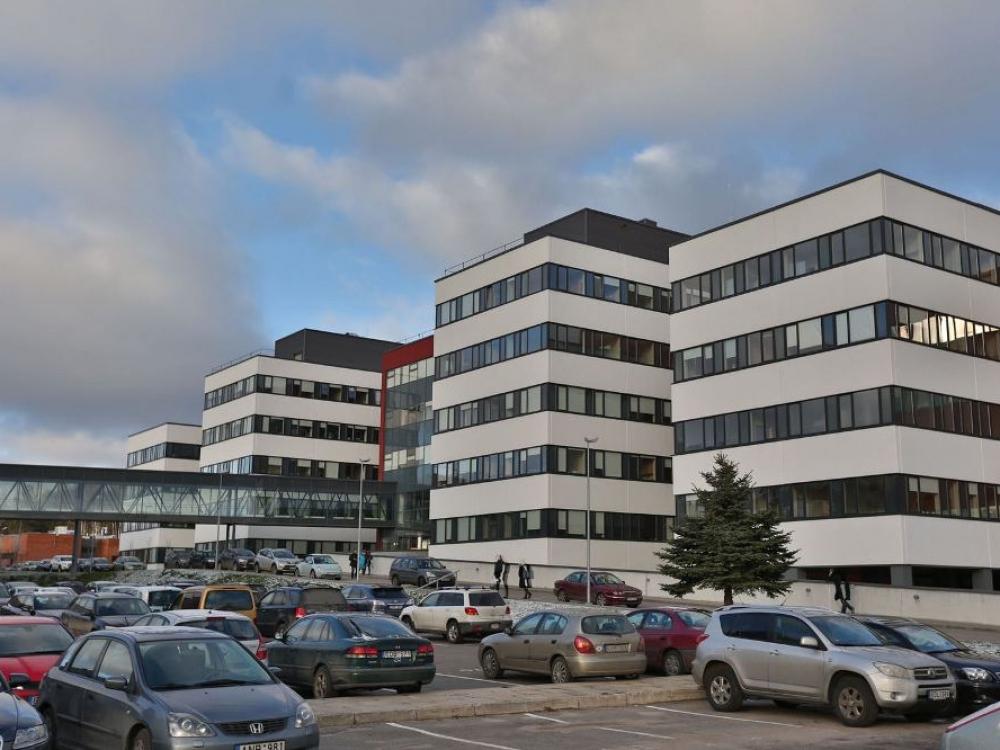 Ministerija imasi kurti automobilių stovėjimo vietas Santaros klinikų miestelyje