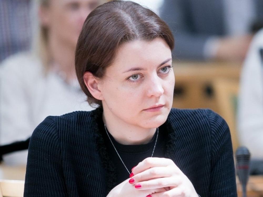 Seimo narė ragina steigti pagalbos centrą seksualinės prievartos aukoms