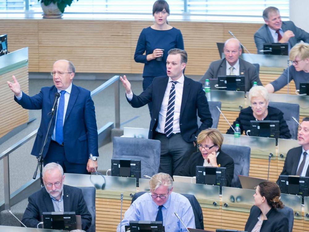 Dėl rezidentų algų Seimo opozicija trenkė durimis