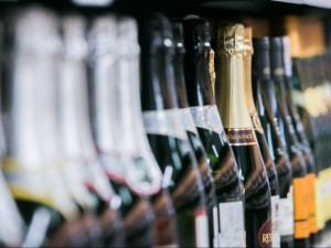 Skaičiuojamos paskutinės dienos: nuo Naujųjų alkoholio įsigijimas keisis iš esmės