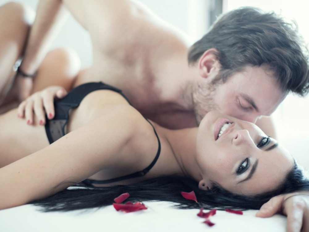 Kad užsiimtų seksu moteris turi mylėti, vyras – nebūtinai?