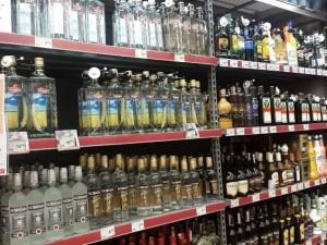 Po alkoholio prekybos sugriežtinimų, kai kurios parduotuvės jau dirba trumpiau