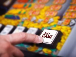 Vyriausybei siūloma neriboti azartinių lošimų reklamos