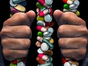 Niujorkas stoja į kovą su farmacijos milžinėmis dėl opioidų krizės