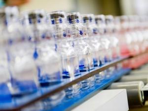Antidopingo agentūra tiria tikėtiną mėginių buteliukų defektą, sudarantį sąlygas sukčiauti