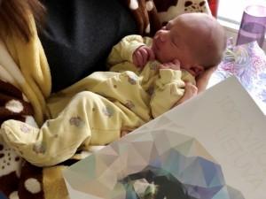 """Kaune gimusiems """"šimtmečio kūdikiams"""" – dovana su istorine verte"""