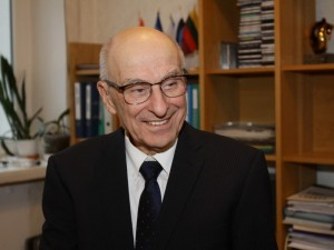 """Prof. Vytautas Jonas Sirvydis: """"Širdies chirurgija pasiglemžė mane ir nepaleido"""""""