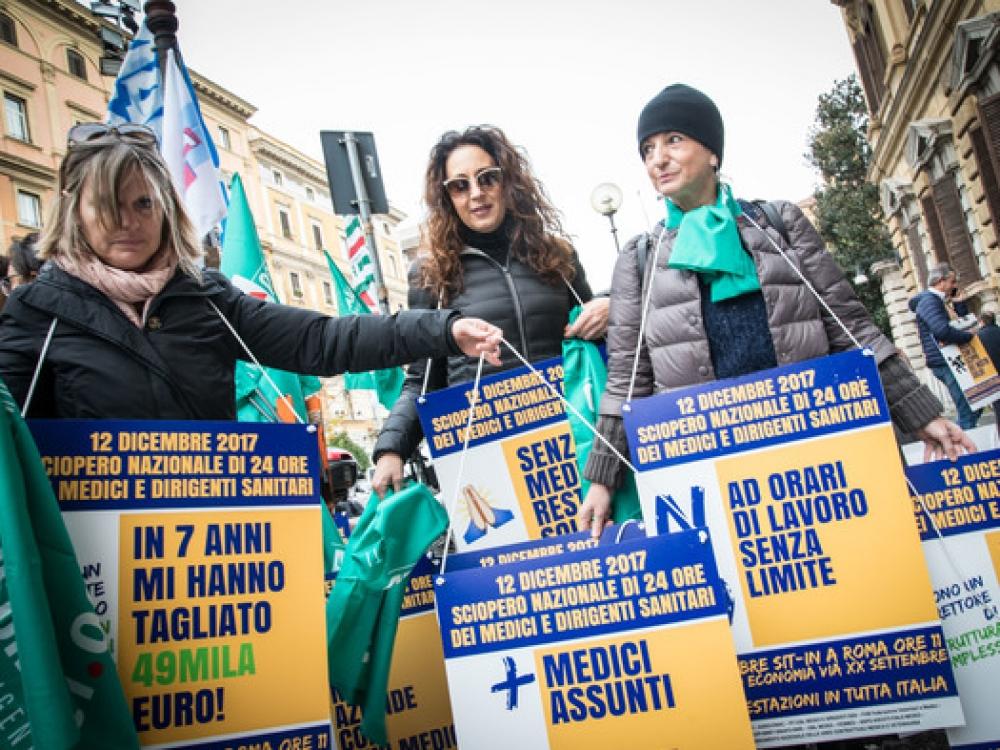 Italų medikai naujai valdžia grasina streikais