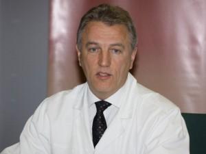 Nuo vadovo pareigų nušalintas K.Strupas toliau nori dirbti chirurgu Santaros klinikose